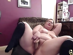 Curvy MILF Greta Noir with sexy glasses and big bore