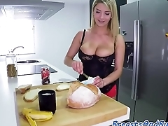 Curvy MILF facialized after giving bj