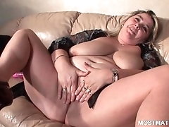 Blonde mature gets phat off with fingered