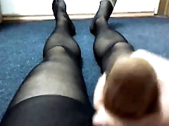 962562 cumming with nylon sock in pantyhose (1)
